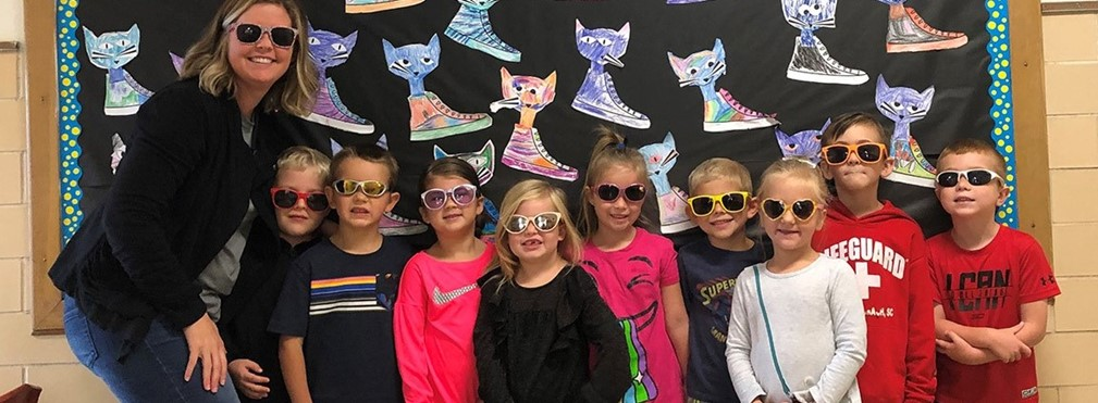 East Elementary students wearing sunglasses during Red Ribbon Week.