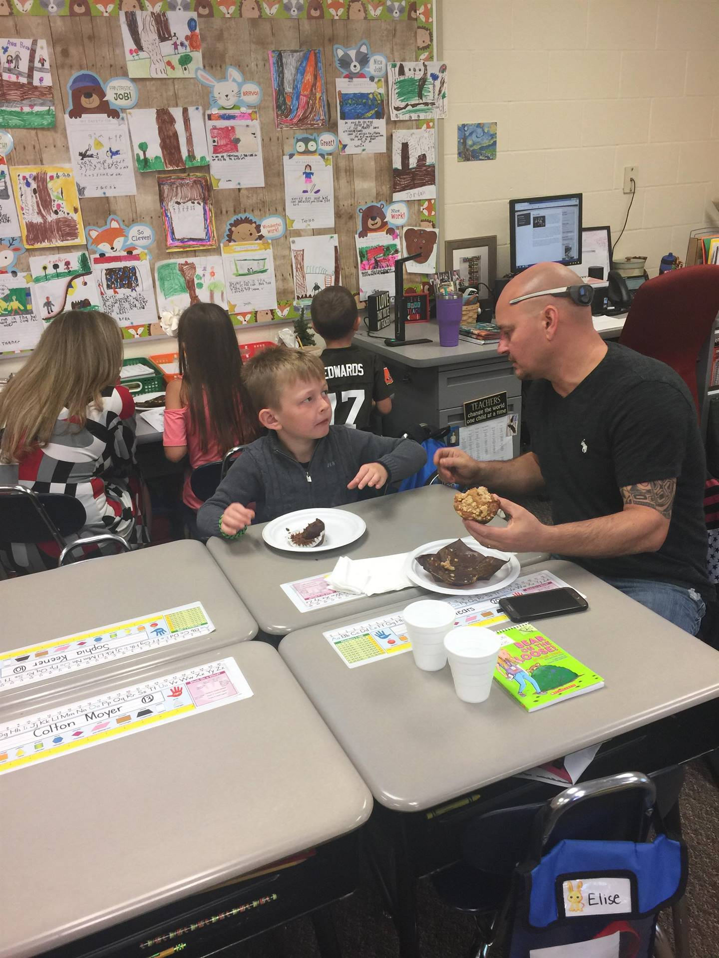 Parents/Grandparents joined our class today for some reading and breakfast!